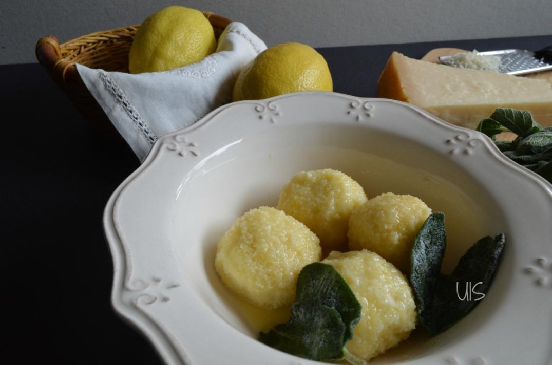 Gnudis de requesón con salsa de mantequilla y salvia