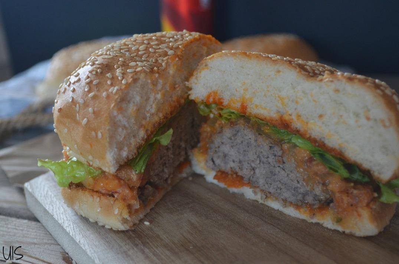 Hamburguesa de bacon y queso cheddar