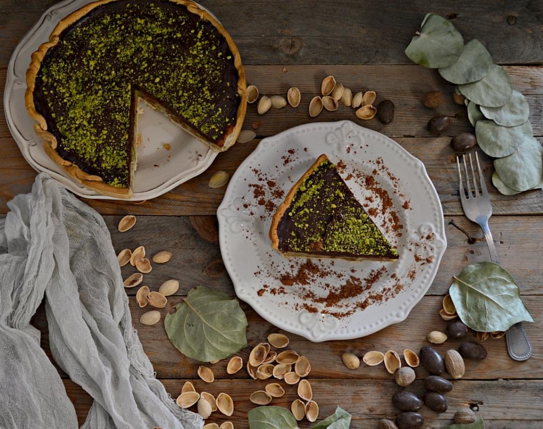 Tarta de manzana, pistachos y chocolate